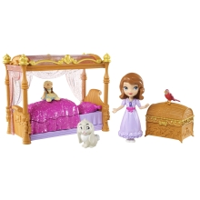 Treat Sofia the First to the sweetest dreams! This elegant bedroom set features a pink canopy bed that opens to tuck in the small Sofia doll! The princess can snuggle with her rag doll; Clover the Rabbit; or Robin the Robin!